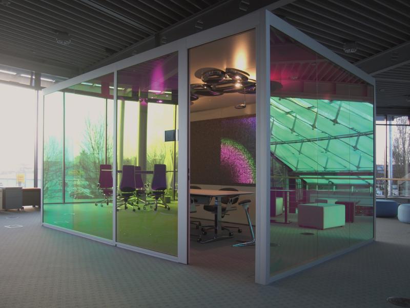 Büro Konferenzraum Beleuchtung mit Mosaik Wand