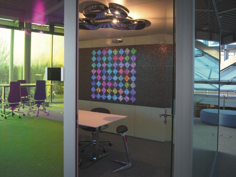 Konferenzzimmer Lichtsystem Wandmosaik